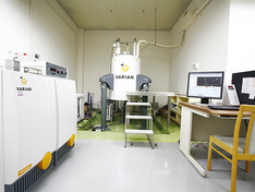 超伝導フーリエ変換核磁気共鳴装置