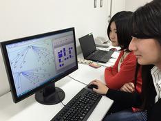 パソコンでの簡単なマウス操作で、データの抽出、集計および分析の一連の操作ができるソフト(Visual Mining Studio:NTTデータ数理システム)を利用すれば、膨大な有害事象データを解析することが出来ます。